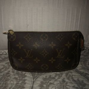 Louis Vuitton mini pouchette